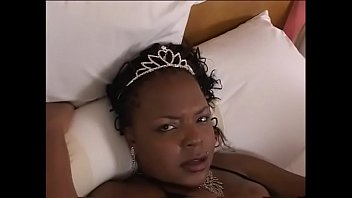 Plump ebony floozie Mi$$ $uckable invites young chocolate angel Vanity Cruz to bestow drinking at the fuzzy cup on her