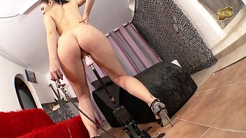 Pamela Sanchez first sexmachine with squirting 14 min