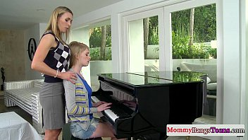 Musical mommy swapping cum with stepteen Porno indir