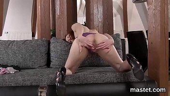 Sexy Czech Nympho Opens Up Her Narrow Kitty To The Maximum