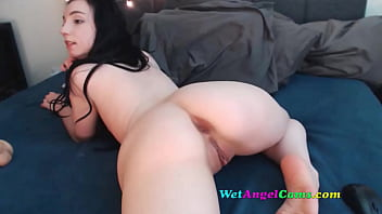 Sexy Brunette Camgirl shows off Her Ass and Fucks herself and Cums