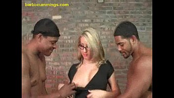 Interracial Sucking in the Middle