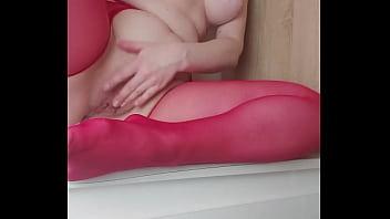 辣妹在硬自慰粉红色丝袜高潮与喜欢的性玩具