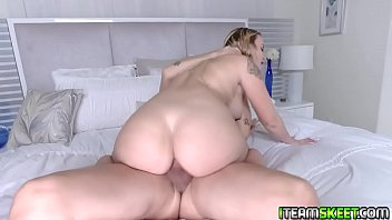 Stud fucking the hot babe Layla Love from below