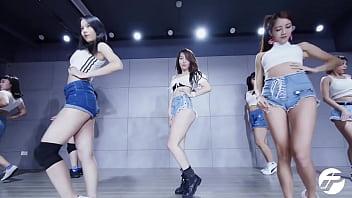公众号【是小喵啦】泫雅超短牛仔热舞练习室版