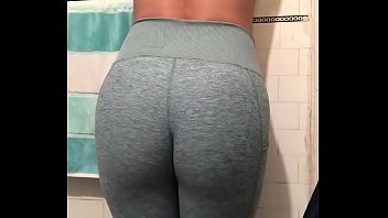 Hot big sexy ass in green yoga pants