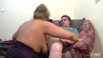 He want to fuck her - but she want that he should help to clean the flat ---