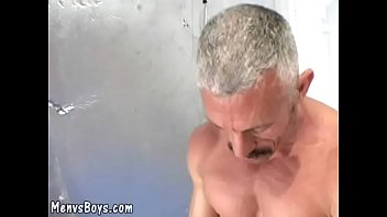 """Old muscleman lets a huge black shaft <span class=""""duration"""">3 min</span>"""