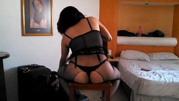 sentadita en el motel