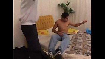 Brasileiro – A primeira vez com outro homem