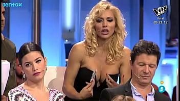 Carolina Alcázar - El Debate cleavage