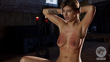 Hipster slut get her tits slapped and whipped 77秒