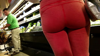 Candid PAWG cameltoe in leggings part 1