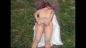 Naked comics Esposa-puta-exhibicionista-casi-desnuda-en-parque-publico-para-broncearse-3