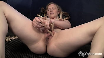 Yanks Honey Lili Plays With Clothespins 6分钟