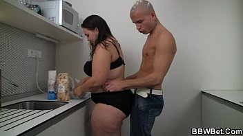Cooking BBW gets lured into cock riding