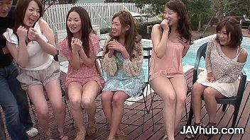 铁杆日本狂欢与五个性感的女士