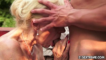 Mature Szuzanne plays with a young cock 10 min