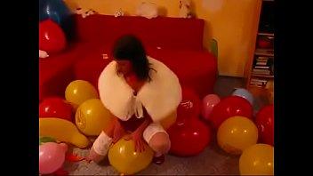 Piss on balloons - Balloon