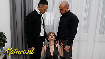 Classy Busty MILF Creampied By Two Coworkers In a Threesome 11分钟