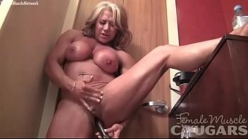 Naked Female Bodybuilder Masturbates Her Big Clit Vibrator Vorschaubild