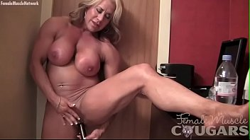 Female open clits - Naked female bodybuilder masturbates her big clit vibrator