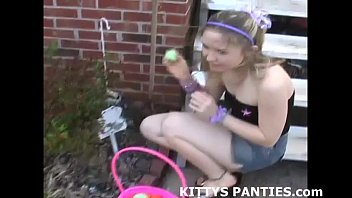 Kittys porn - Petite teen kitty in a hula girl costume