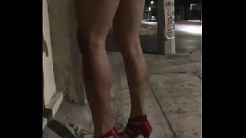 Esposa de corno se exibindo de mini saia na rua thumbnail