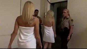 Trío en la cárcel de mujeres