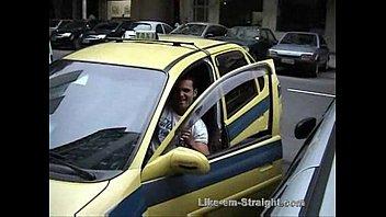 """Americando mamando no pau do taxista hétero – Brasileiro <span class=""""duration"""">26 min</span>"""