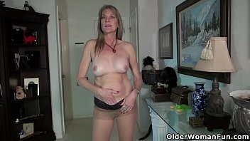 USA milf Eva Griffin lets you enjoy her nyloned pussy