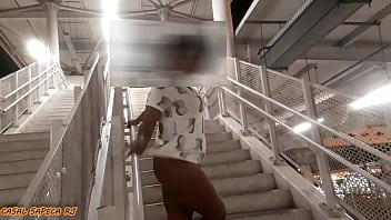 EXIBINDO MINHA PUTINHA PRA QUEM PASSAVA NA ESTAÇÃO DE BRT DA BARRA DA TIJUCA