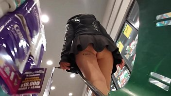 I put a camera in the supermarket cart and recorded a culona without panties, the best UPSKIRT you will see today in HD and no blowjobs