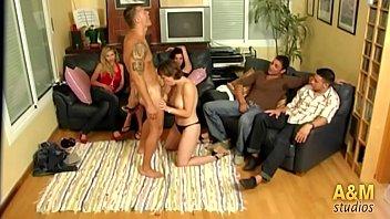 """""""Encerrados en la casa"""" el primer reality sex español. Capítulo 1  """"Joder vamos a llevarnos bien""""."""