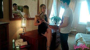 多汁的金发无法拒绝她的情人 - 阅读本书之后口交,口交和性交性