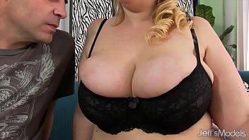 Big boobed beauty gets her asshole plugged