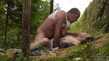 หนัง โป๊ นม ใหญ่ ๆ ภรรยาตามสามีออกไปในทุ่งเพื่อสังวาส