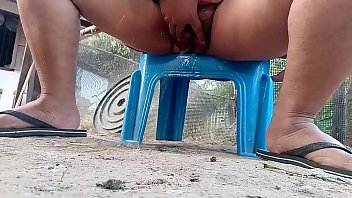 Aunty pissing outdoor - Thai aunty outdoor pissing