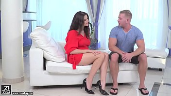 Franceska Dicaprio double penetrated by hung guys