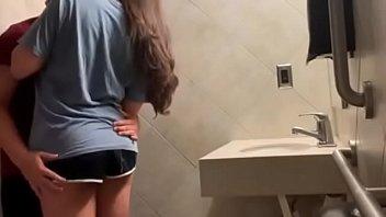 Comendo Minha Namorada No Banheiro Da Casa Dela