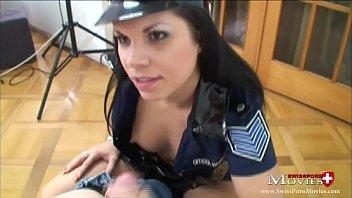 Perverse Polizistin beim Schwanzverhör - SPM Amanda20 TR31