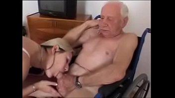 அவுத்து காட்டிய மகளை ஓழ்த்து தள்ளிய அப்பா  tamil sex