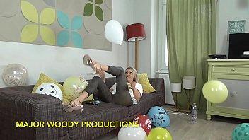 Balloon popping sluts Bts with sexy milf amber jayne ballooning non pop