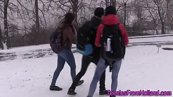 Threeway teen sucking