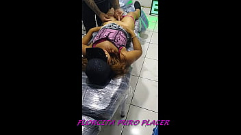 932508172 Florcita molestando al chico de tatuajes
