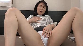 彼女の母親がエロ下着と中出しで彼氏を誘惑しはじめた  青山涼香