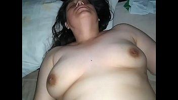 Cogiendome a una señora casada en la cama de su esposo