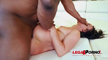 Sexy Slut Jennifer White Takes Two Big Black Cocks Vorschaubild