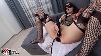 黑发铁杆拳交肛门自慰的性玩具