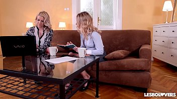 Lesbo lovers Lucy Heart and Sienna Day make each other cum hard while in 69